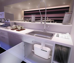 размещение канализационного насоса на кухне