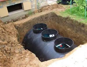 монтаж пластиковой емкости под канализацию