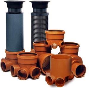 Пластиковые кольца и лотки с разъемами для канализационных труб