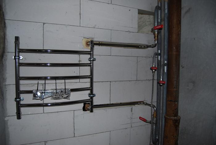 Установка водяного полотенцесушителя с боковым подключением