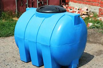 Пластиковый бак для летнего душа