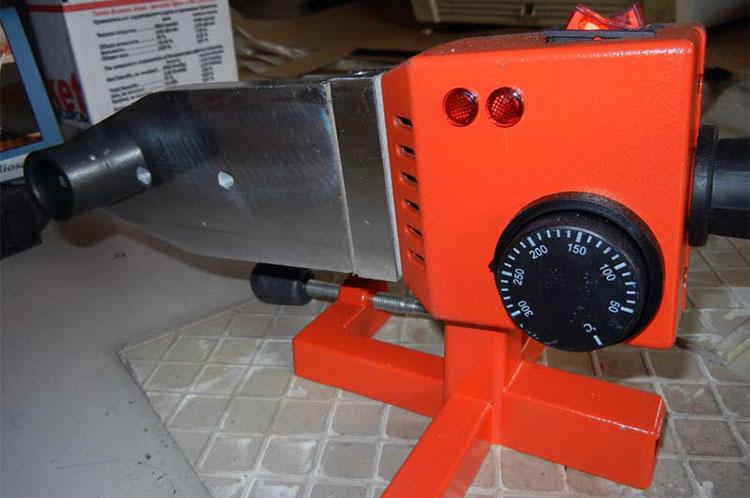 Подставка для устройства спайки труб