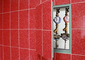 Как скрыть трубы в туалете?