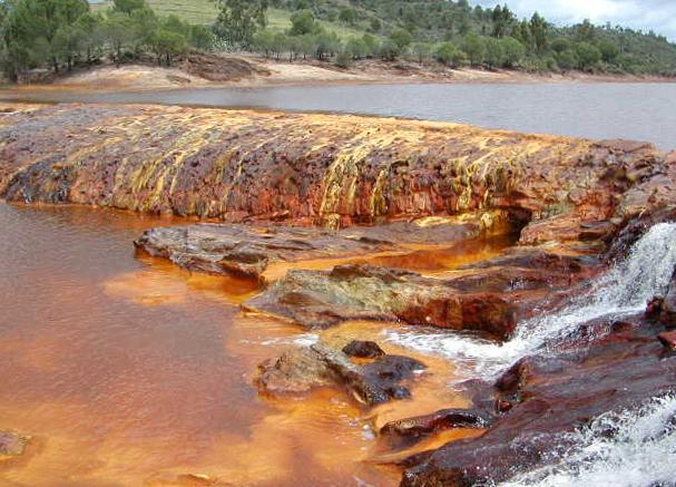 Растворение железа и оседание в грунтовых водах