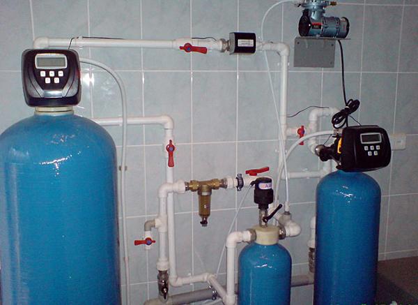 Аэрационная колонна и угольный фильтр (засыпная фильтрующая система)