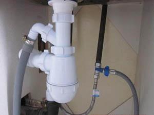 Подключение слива стиральной машины в канализацию с помощью сифона