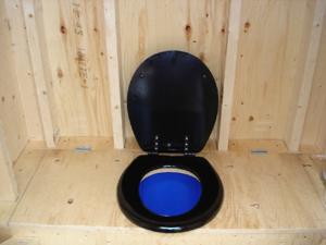 Пластиковое сиденье дачного туалета