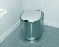 Унитазное сиденье в дачном туалете