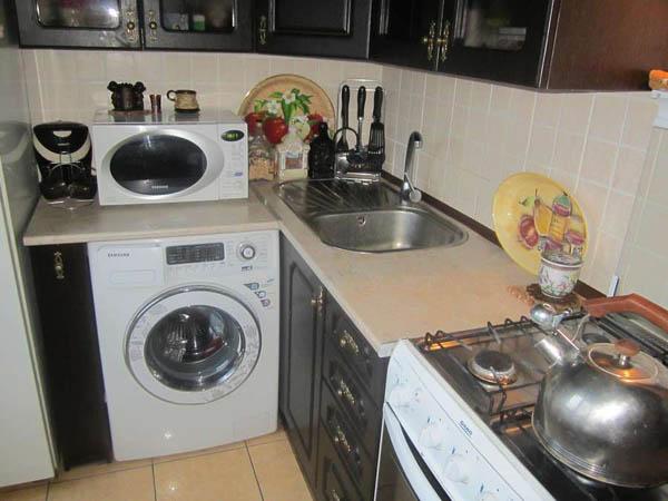 Пример расположения стиральной машины на небольшой кухне