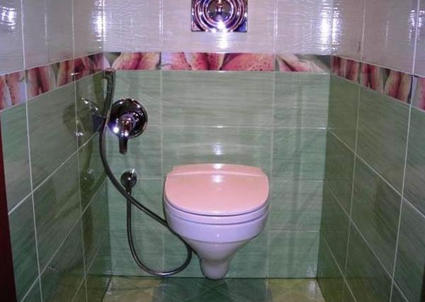 Подвесной унитаз с гигиеническим душем