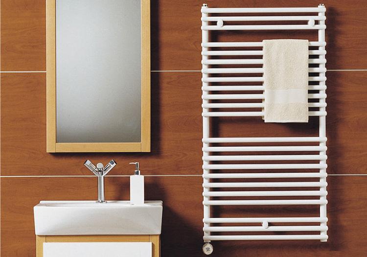 Электрический полотенцесушитель в ванной комнате