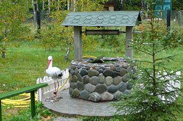 Домик, выложенный камнем