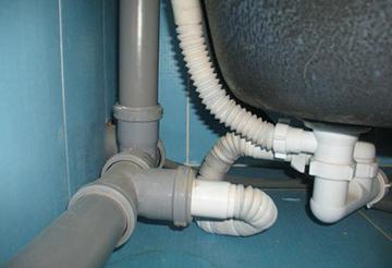 Самодельный гидрозатвор под ванной