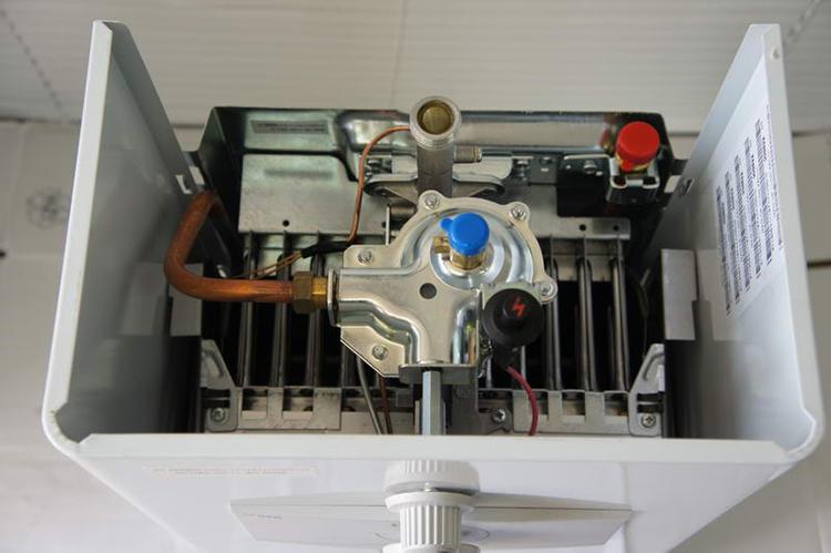 Газовый водонагреватель с пьезорозжигом