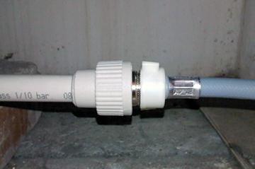 Соединение труб комбинированными муфтами
