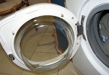 Дверь стиральной машины