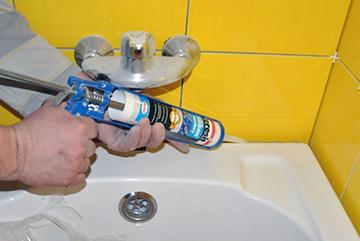 Герметизация стыка между ванной и плиткой